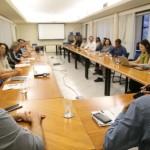 Reunião de Alice Cruz com pesquisadores na Fiocruz, no Rio de Janeiro (Foto Artur Custódio/Morhan)